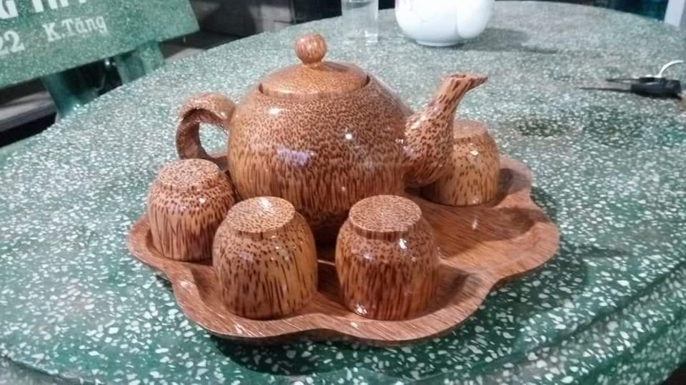 bình trà đĩa hoa